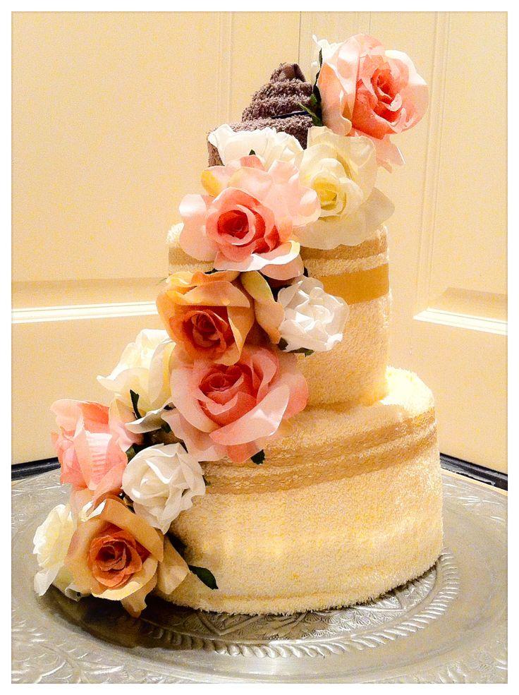 Handdoekentaart ( Towelcake ), huwelijk cadeau, verloving, moederdag, housewarming Gift. Info: http://joleenskraamcadeaus.wix.com/kraamcadeau#!product/prd1/1676262495/handdoekentaart