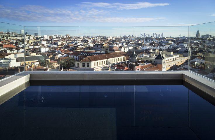 Dear Hotel Madrid: Nordisk design og suveræn udsigt - poolen på tagterrassen
