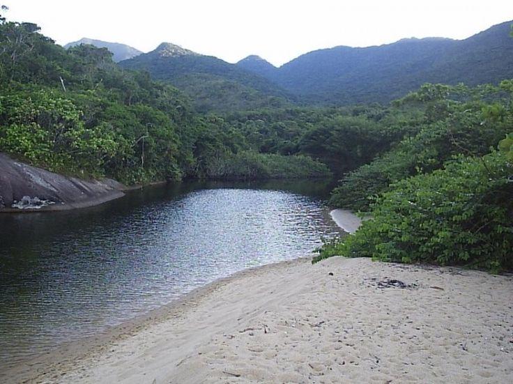 Rio que deságua na praia de Parnaióca, Ilha Grande, Angra dos Reis. #IlhaGrande…