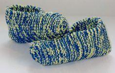 Voici un modèle de pantoufle super simple à réaliser, tout à l'endroit. À faire quand on a envie de tricoter en toute simplicité ! Pour donner un peu de « punch » à la pantoufle, j'ai tricoté avec ...