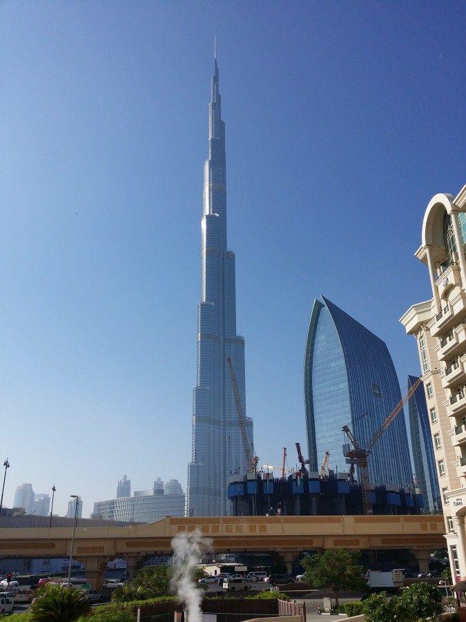burj khalifa tower dubai edificio ms alto del mundo vista autopista y