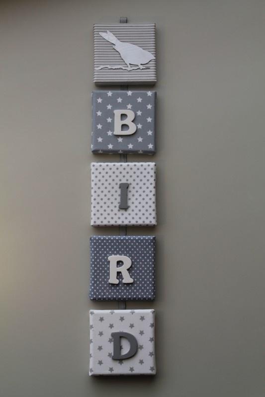 Vogel hanger in grijs zilver en wit | Schilderijtjes stof met tekst | Roozje