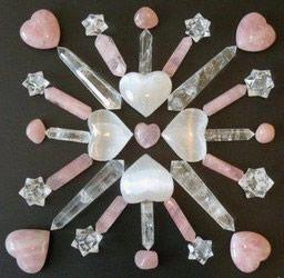 Seleniet, rozenkwarts en bergkristal.  www.crystalhealingart.nl