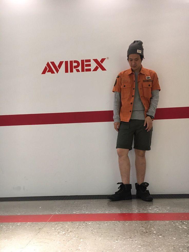 AVIREX梅田店/CORDURA MIX MILITARY SHIRT 今回は夏服の紹介です。コーデュラを使ったオレンジシャツ、ワッペンもついていてアビレックスらしいシャツです。 オリーブのパンツと合わせるのがオシャレだと思いますよ! 是非オレンジシャツが欲しい方はお店にきてください。 身長(180センチ)シャツLサイズ