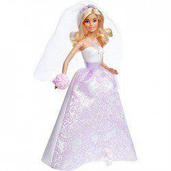 Yakışıklı Damat Ken ve Güzel Barbie evleniyorlar. Barbie'nin gelinliği göz kamaştırıyor. Üstelik Barbie ile beraber hediye bir de yüzük var. Barbie Bebek Gelin DHC35   Küçük kızlar bu gelin Barbie bebek ile kendi evliliklerinin hayalini kurarak, oynayacaklar. Ken damat olacak, Barbie de gelin.  http://www.karakterdukkani.com/barbie-bebek-gelin-dhc37