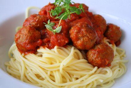 Timjandoftande köttbullar i tomatsås - Jennys Matblogg