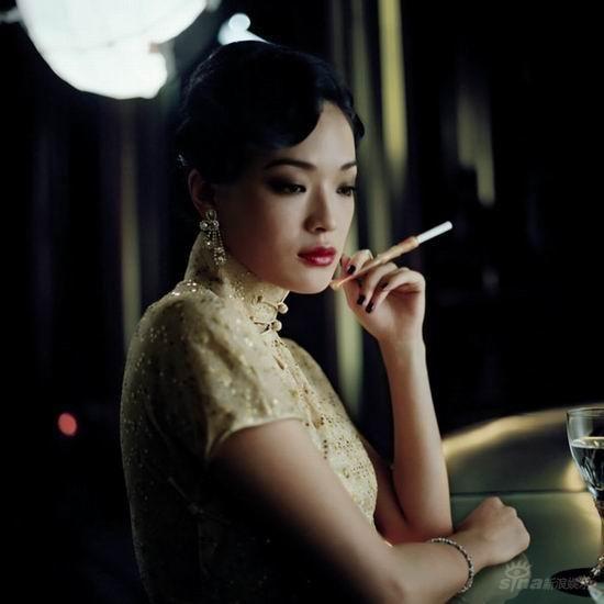 Hsu qi smoking