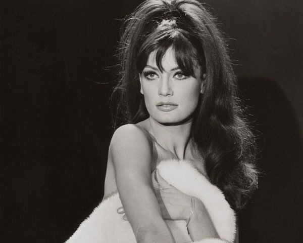 http://slodive.com/wp-content/uploads/2012/09/60s-hairstyles/marisa-mell.jpg