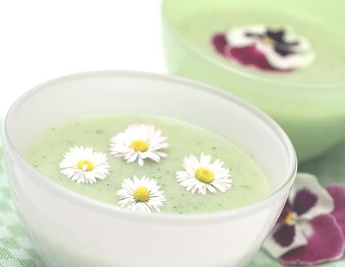 Bärlauchsuppe mit Gänseblümchen - Rezept - ichkoche.at