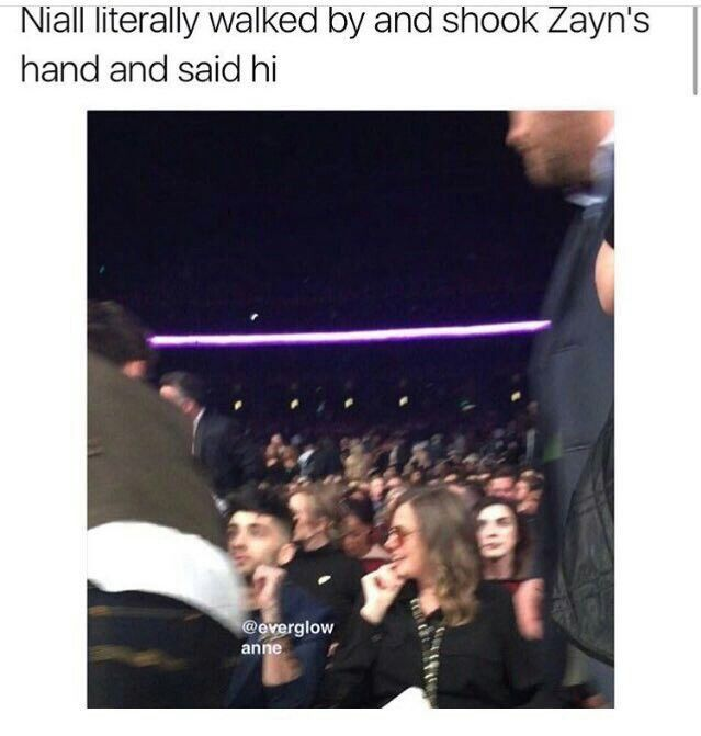 I cried so much when I saw that cause being the biggest Ziall shipper and seeing this made my heart melt. Zayn looked at Niall as if he never expected Niall to say hi to him after everything :(