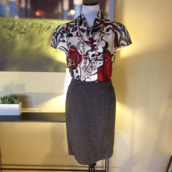 ✏️Classic Black and White Pencil Skirt✏️ A great addition to any wardrobe, this wool blend black pencil skirt with an all over white pattern is a timeless design. It is fully lined in black acetate and has a back zip and slit, and will look great with a blouse, sweater or slinky rayon tee. In excellent condition. LOFT Skirts Pencil