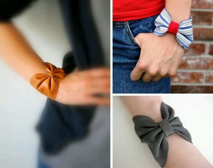 prendre une bande de tissu eet la coller. couper une deuxieme bande moin large,et faire le tour avec et la coller