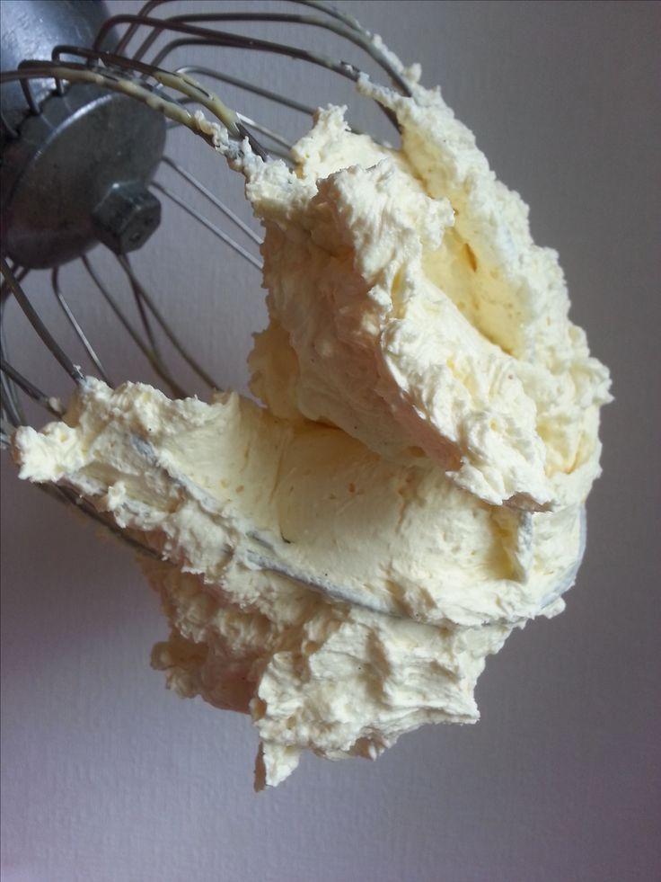 Botercreme is de ideale basis in de patisserie. PaTESSerie deelt 4 recepten, waarmee je taarten kunt vullen, gebakjes mee maakt of fondanttaarten afsmeert.