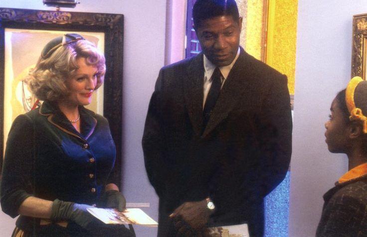 Julianne Moore, Dennis Haysbert, Jordan Puryear, 2002 | Essential Gay Themed Films To Watch, Far From Heaven http://gay-themed-films.com/far-from-heaven-film/