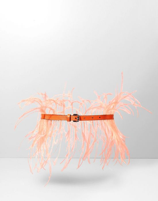 - Cintura Sottile In Pelle Di Lucertola Stampata, Color Arancione. Impreziosita Da Lunghe Piume Di Struzzo Arancioni.  www.italianist.com