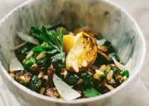 Σαλάτα με κολοκυθάκια, κουκουνάρι και μαϊντανό