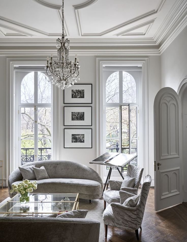 Inside Baz Luhrmann And Catherine Martin S Elegantly Theatrical New York Townhouse Living Room Inspiration Living Room Lighting Living Room Interior