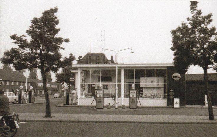 Hoek Kazernestraat - Mr. H.F. de Boerlaan. Hier kwam ik elke dag langs op weg naar school