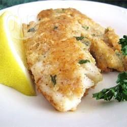 Een supersmakelijke manier om tilapiafilets te bereiden. Ze worden bedekt met gemalen amandelen en Parmezaanse kaas en dan in de pan gebakken. Lekker met een salade, aardappels, rijst of zelfs pasta.
