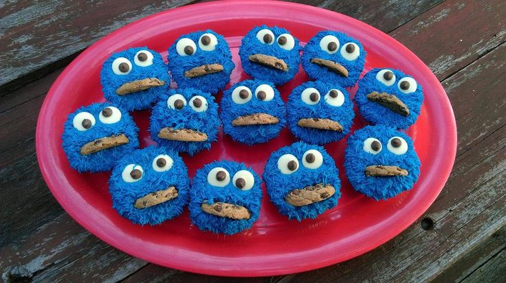 'Cookie Monster' cupcakes.