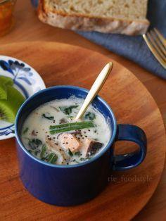 朝晩肌寒く感じることが増えてきた今の時期は、ホッと温まるスープが恋しくなりますよね。10分以下で作れる簡単スープレシピを厳選してご紹介します。長時間の煮込み不要なので、思い立った時にパパッと作れちゃいます!