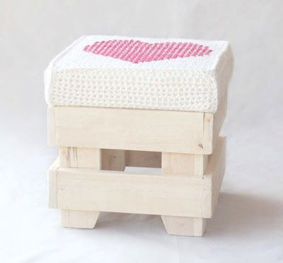 mommo design: CROCHET LOVE - stool