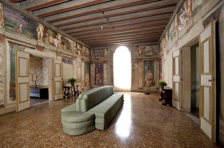Villa dei Vescovi, Luvigliano di Torreglia (Padova). Salone interno.