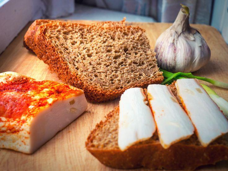 Продолжим наши эксперименты с хлебушком, а чтоб два раза не вставать, я вам расскажу еще и как приготовил сало, то что на картинке. Сразу отвечу на вопрос где брать…
