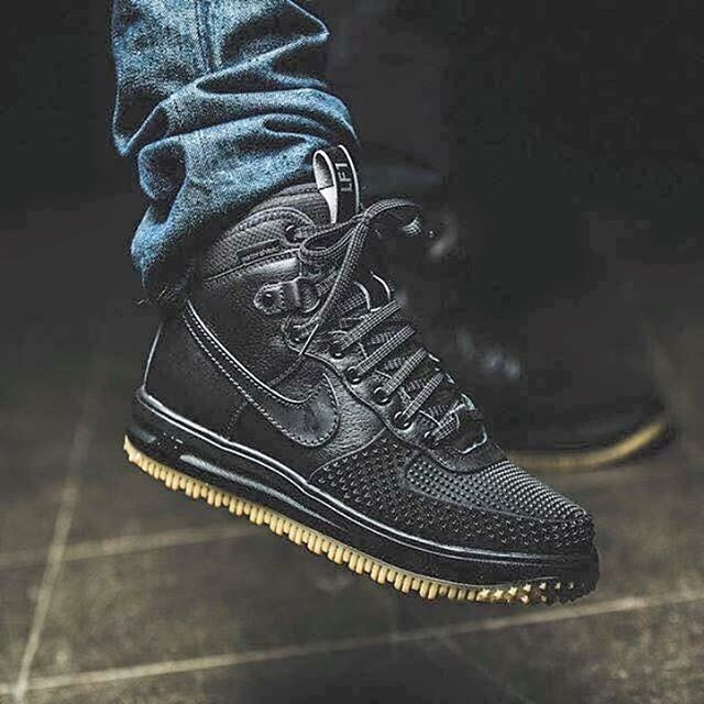official photos a9c65 562ab Nike Lunar Force 1 Duckboot  Black  Winter is approaching... What are your  thoughts  Cop or Drop    llantas   Sneaker boots, Shoes, Duck boots