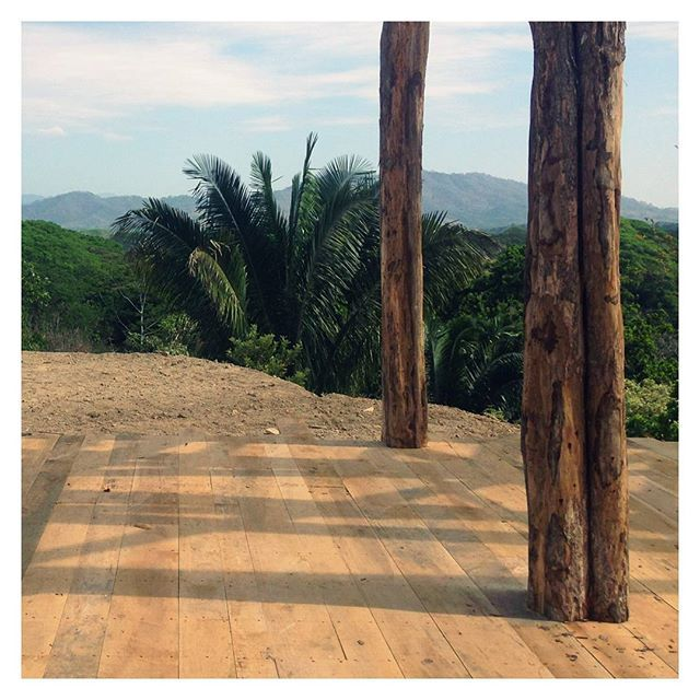 Natural forms into new construction @cirenas.costa.rica with @s3_ingenieros // #sitevisit #simple #architecture #construction #timber #posts #landscape #wood #columns #landscapearchitecture #designstudio #design #building #cirenas #costarica #arioranch 📷@lau_fesilvestre