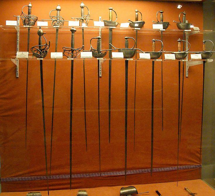 Espadas roperas Museo Histórico Militar de Sevilla,