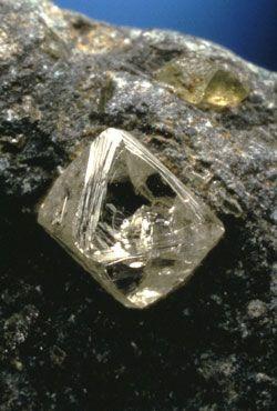 Diamant : illumine les parties les plus sombres de notre esprit. Apportant clarté et sérénité, rendant la réalisation de notre Être profond possible.