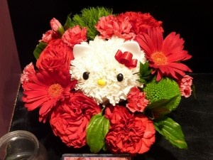 I told hubby NOT to get me flowers, but I wouldn't be mad if he got me this Hello Kitty bouquet! ;-)