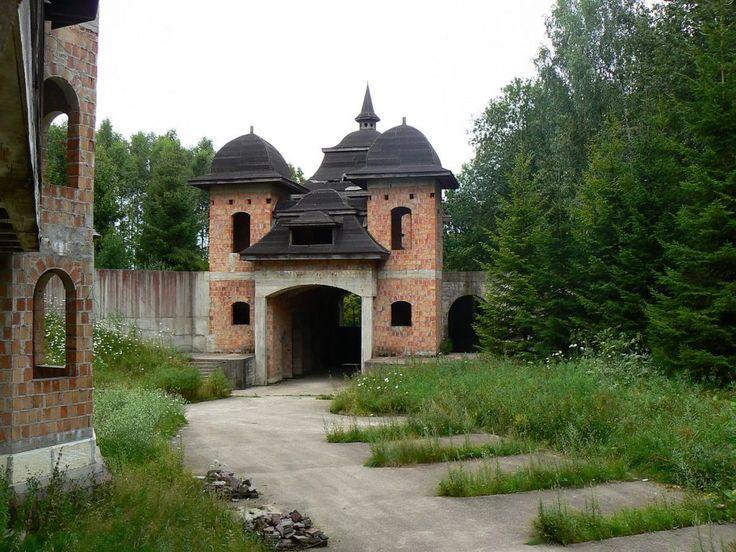 Historia niedokończonego zamku w Łapalicach #polska #poland #travel
