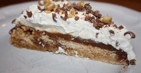 Denna goa kaka har jag bakat tidigare å den va så himla god. Receptet/oppskriften hittade jag på detsøteliv.no Snickerskaka Bot...