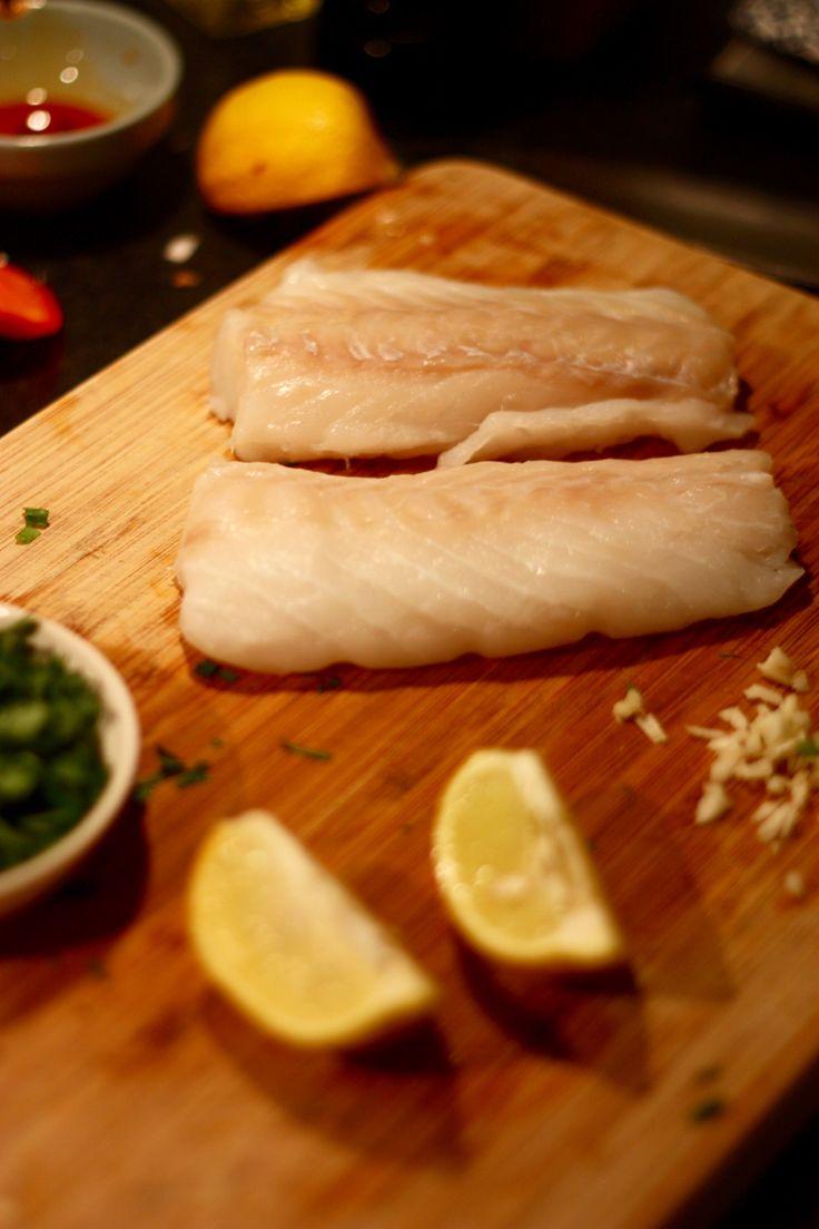 De Kookboekenplank No. 2: Kabeljauw, Chorizo & Kekers en een Geroosterde Kool van Yvette van Boven