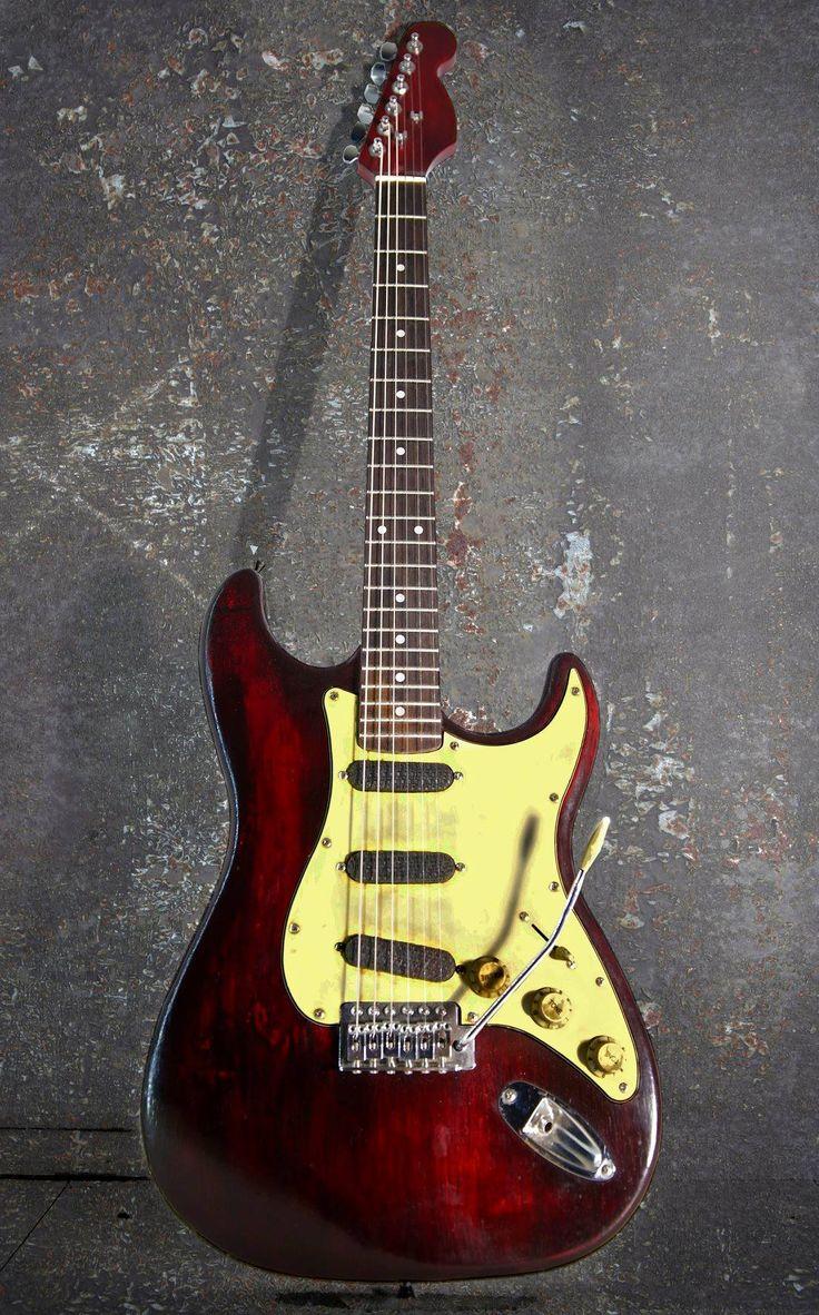 Strat Sirocco model. Relic finish electric guitar Colombani guitares