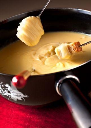Recette fondue moitié-moitié par La : Une recette proposée par les fromages de Suisse.