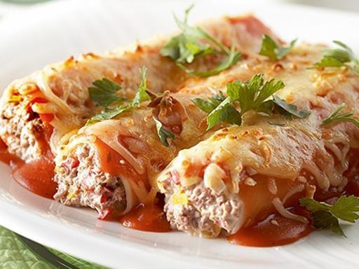 poivre, boeuf haché, purée, canneloni, oignon, huile d'olive, ricotta, sel, poivron, bouillon, fromage râpé