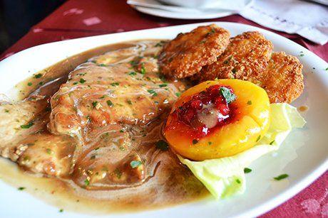 Saftfleisch ist eine beliebte Hauptspeise, die sehr köstlich schmeckt. Das Rezept dazu ist sehr einfach.