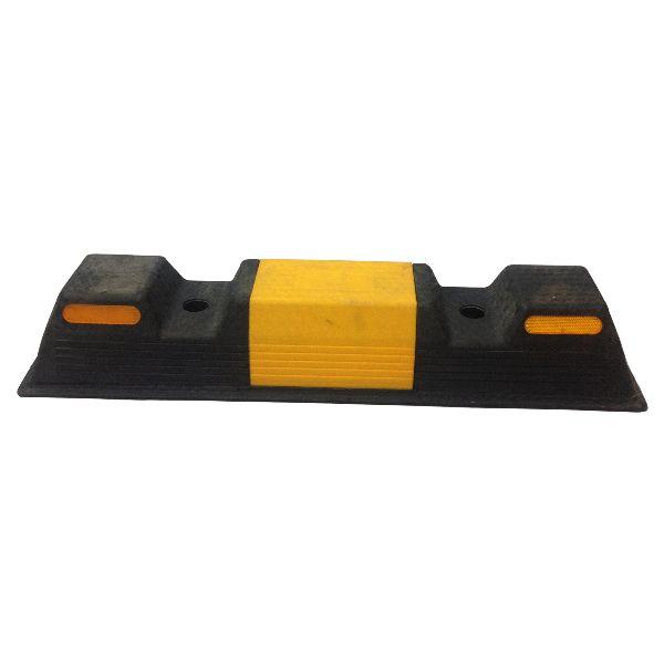 CHẶN LÙI XE 001 - CL001  Trên bề mặt chặn lùi sau xe có dán phim phản quang màu vàng bền với ma sát, độ phản quang cao, làm cho bộ định vị bánh xe có bế ngoài dễ nhận biết, phát huy được hiệu quả phản quang, đạt được mục tiêu cảnh báo. http://www.thietbiantoangiaothong.com