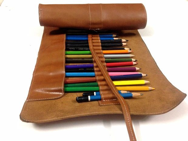 A gift for a budding artist: make this colored pencil roll out of scrap leather.