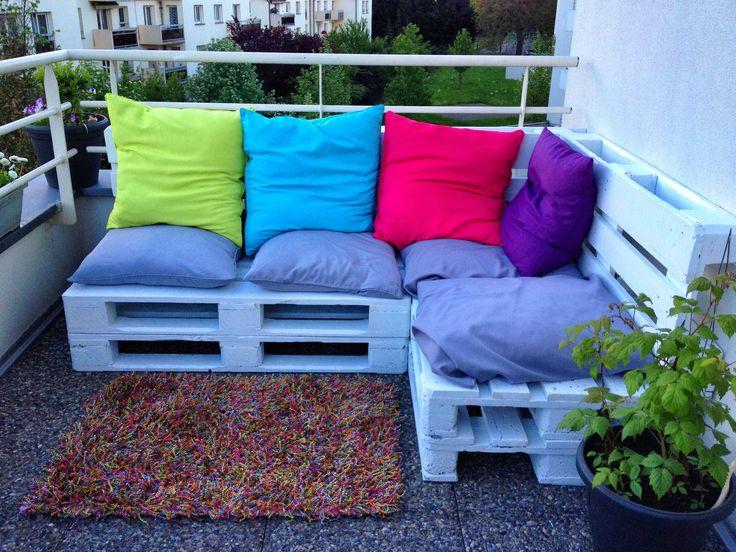 Amazing Euro-pallets Lounge  #garden #palletlounge #palletsofa #recyclingwoodpallets OutdoorLounge made with Euro Pallets! ...