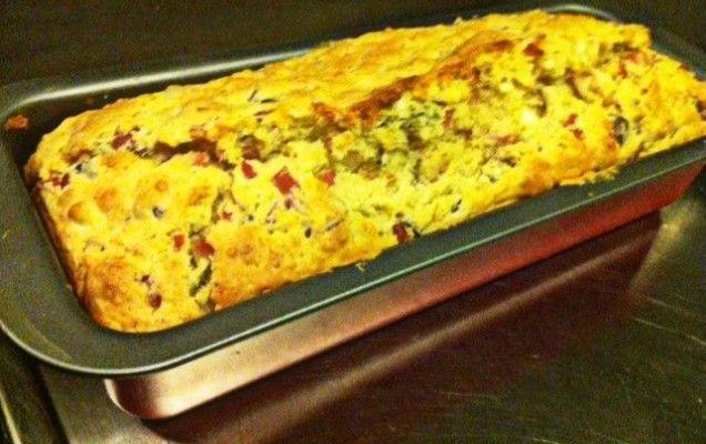 Αλμυρό κέικ-ψωμί με ζαμπόν και φέτα