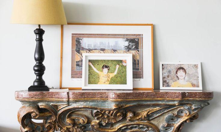 The Socialite Family | Détails sur la cheminée de l'appartement familial de Marie-Louise Scio. #meet #portrait #marielouisescio #pellicanogroup #italy #hotel #rome #dolcevita #livingroom #salon #cheminée #fireplace #photography #memories #lamp #luminaire #gold #inspiration #idea #decor #home #thesocialitefamily