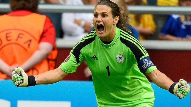 Nadine Angerer foi eleita a melhor jogadora do mundo e ganhou a Bola de Ouro da Fifa. Em 28 de Julho de 2013, Nadine defendeu dois pênaltis e ajudou a Alemanha a conquistar a Eurocopa, batendo a Noruega por 1 a 0.