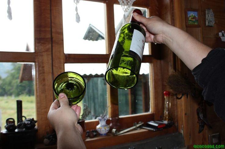 Corte de botellas con marca alrededor y someterla a cambio de temperatura.