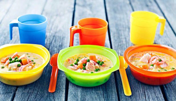 Dette er en fyldig suppe basert på grønnsaker som moses. Denne suppebasisen kan lages på forhånd så det bare er å koke opp og tilsette laks, torsk og reker.