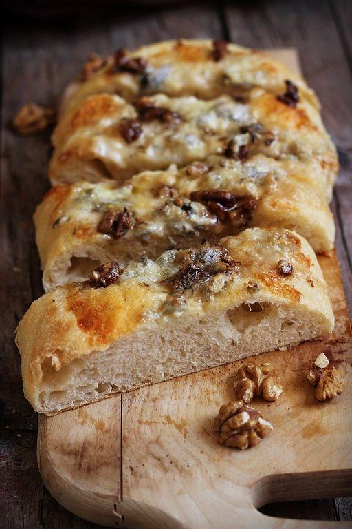 Focaccia gorgonzola noci e pere MIEL & RICOTTA