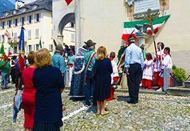 Patronale a Toceno, processione e corona d'alloro ai caduti. Foto - Ossola 24 notizie